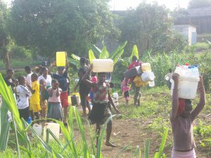 In Buea, several children and women spend hours fetching water (Picture by by the writer)
