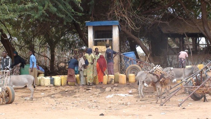 People waiting for water at borehole 11 -elwak