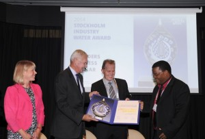 Mr. Neil Macleod of eThekwini Water and Sanitation (Right) receiving the prize from SIWI chairman Mr. Peter Forssman.