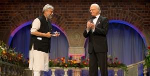 Rajendra Singh (L) receiving the Stockholm Water Prize
