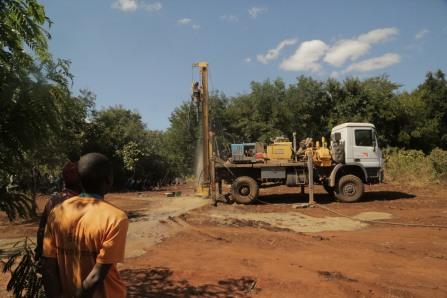Drilling of a hole captured in progress in Lipiri
